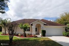 Florida/Palm Coast, 6/8 pers. Villa voorzien van alle luxe en kijkt uit over een prachtig meer met privé zwembad Onze luxe villa ligt slechts 20 minuten rijden ten noorden van Daytona en 1 uur van orlando.