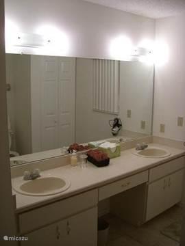 Guest bedroom badkamer