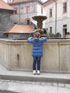 Have you seen how many coins there are in the fountain of Cesky Krumlov? Too bad they are not in my piggy bank.
