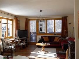 Because of its location on the south, the living room is also in the winter sun.