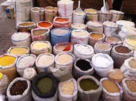 Kruiden op de zaterdagmarkt in Datca. Een grote, kleurrijke markt waar van alles te koop is. Kleding, huishoudelijke artikelen, groenten, fruit, kruiden en nog veel meer.