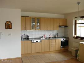 The fully equipped kitchen with refrigerator and four ceramic hobs and oven!