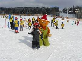 For children, Snow World is a good practice site to learn to ski. There are good ski teachers are present.