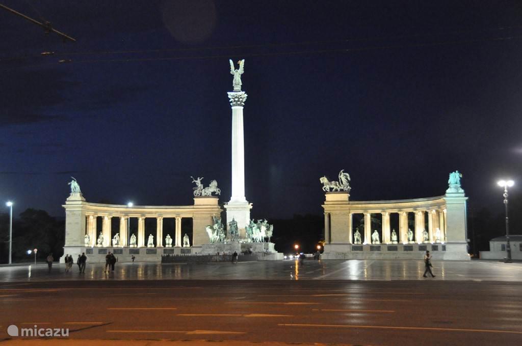 het heldenplein, de pracht en praal van Boedapest. Je krijgt bij ons 15 bladzijde info bij het boeken van een week. Ervaring van 15 jaar van ons en de gasten
