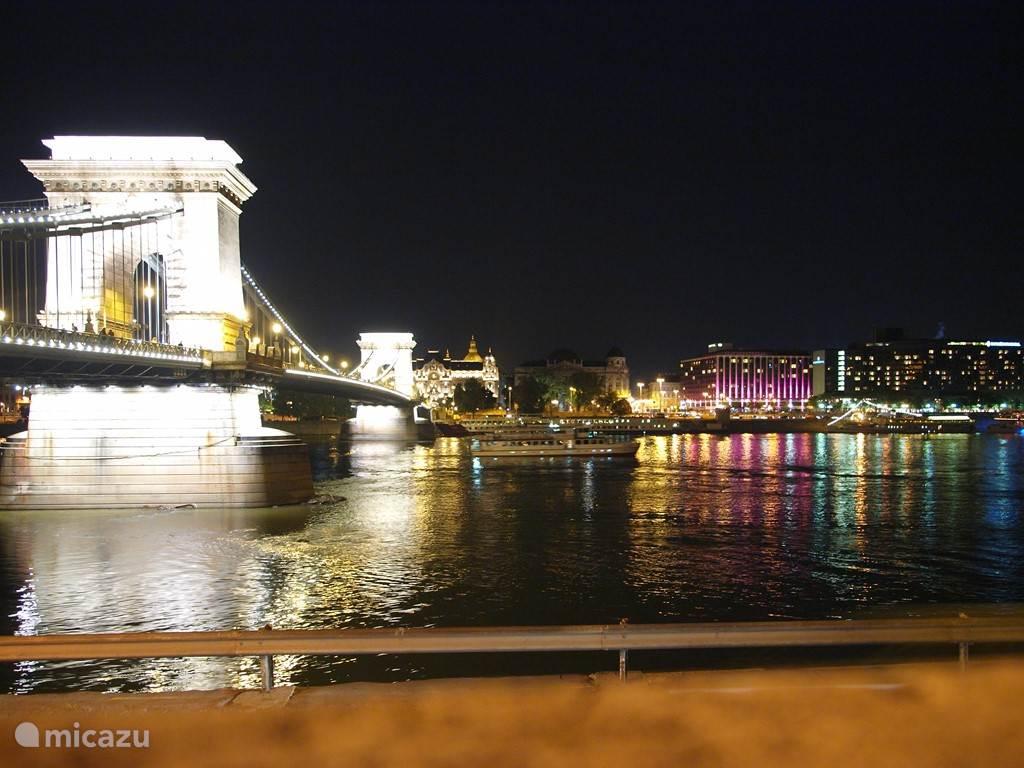 de schitterende kettingbrug over de Donau in Boedapest