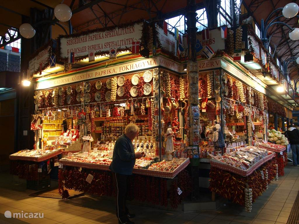 een overdekte markt, een kleurenspektakel