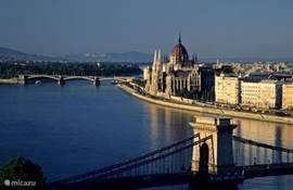 de blauwe Donau, de kettingbrug, het Parlement , één van de mooiste zichten van Boedapest,Parijs van het Oosten, niet?