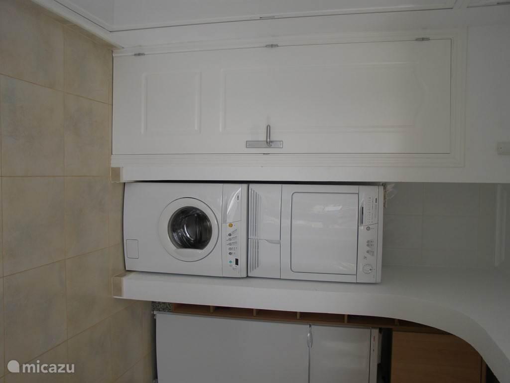 Een wasmachine en doger mogen natuurlijk niet ontbreken