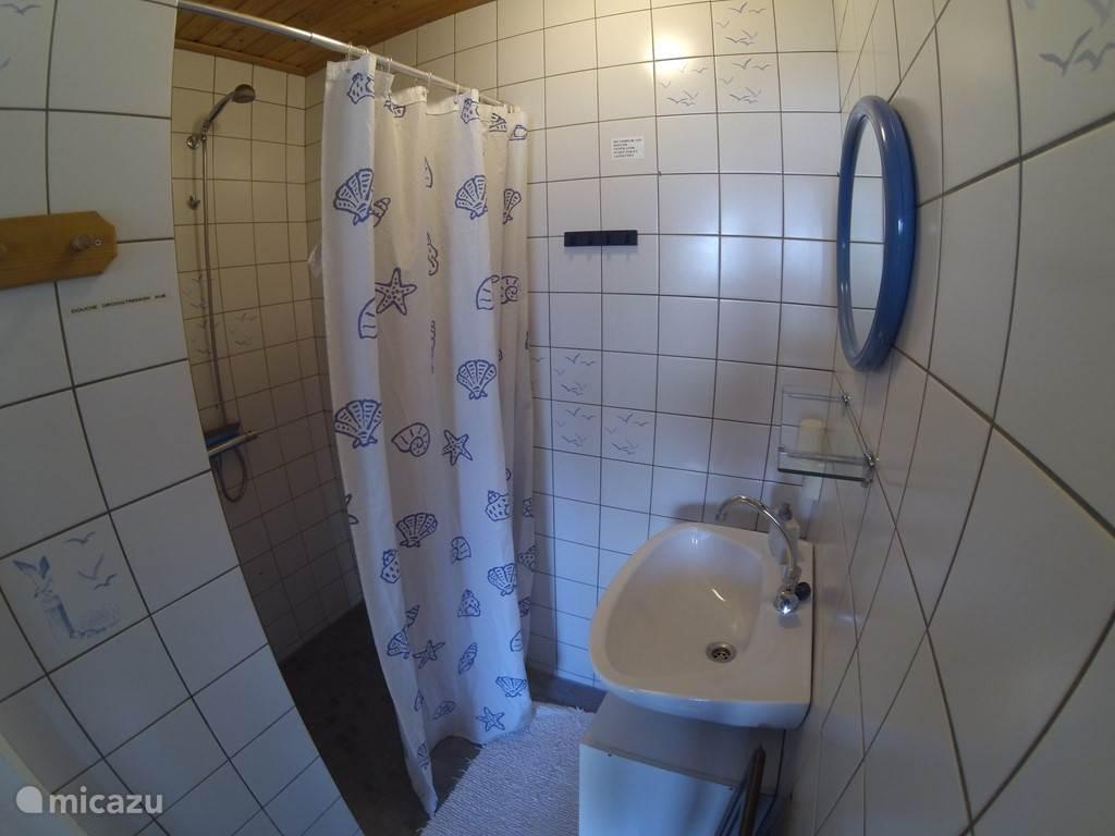 Kleine badkamer.
