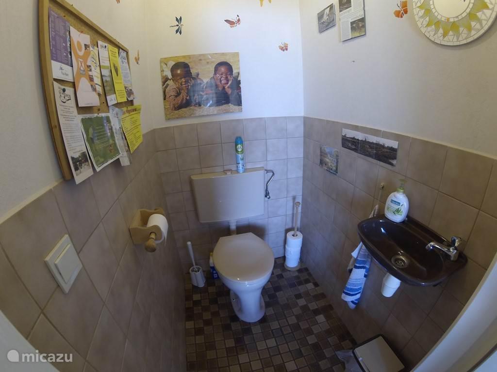 één van de twee toiletten aansluitend aan de slaapkamer op de begane grond.