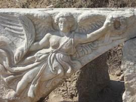 De godin Nike in Ephese, een plaats uit de oudheid, die u niet moet missen. Ephese ligt op 20 minuten rijden van Kusadasi en is een van de mooiste en indrukwekkendste bezienswaardigheden van Turkije.