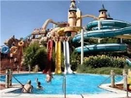 Een dagje aquapark, voor de sportievelingen onder u. Doen niet onder voor de grote amerikaanse parken. Een belevenis!!!