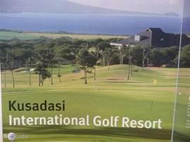 Deze prachtige 27 holes golfbaan wacht op u op 7 km afstand.