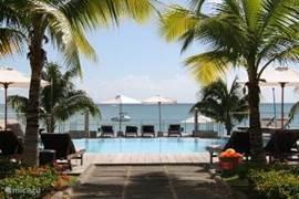 Appartement in mooi complex met zwembad, prachtig gelegen direkt aan het strand tussen Mon Choisy en Trou aux Biches in het Noorden van Mauritius.