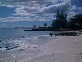 Het strand voor Le Cerisier