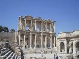 De bibliotheek in Ephese, een opgraving, die u niet mag missen.