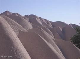 Dit is niet het toetje van de dag maar een tufsteenformatie,ontstaan door eeuwenlange erosie van de vulkanische aslaag. Gebeeldhouwd door moeder natuur zelf.