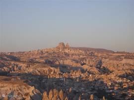 Uçhisar is vanuit de wijde omgeving te herkennen en is dus een goed oriëntatiepunt.