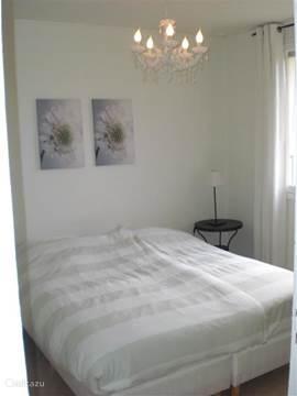 Slaapkamer 1 met vaste kast