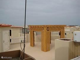 Dachterrasse mit Pavillon und Dusche