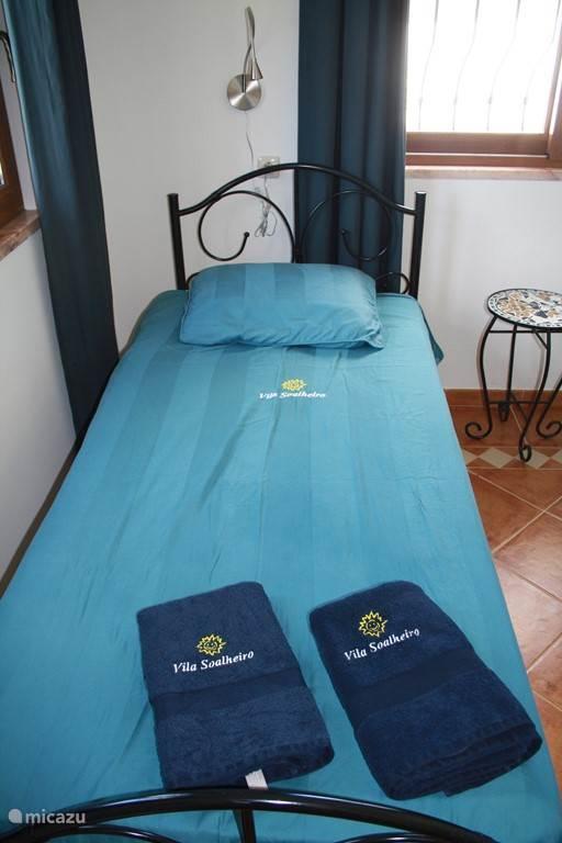 Voor alle gasten heerlijke zachte 3 badhanddoeken (uitbreiding kan met grote bad-strand handdoeken )
