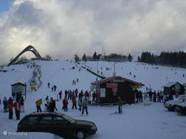 Of course you can also go to nearby towns such as the ski resort of Winterberg Postwiese in Neuastenberg or Skikarussell in Altastenberg! Each of beautiful skigebeieden, where you can enjoy the snow!