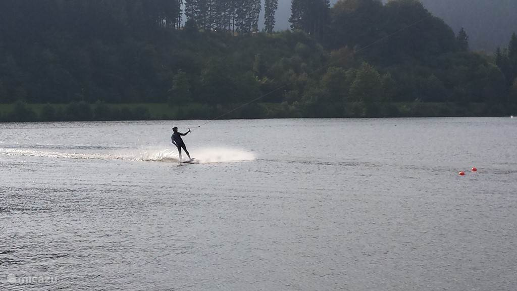 Nice in peace on the water skiing ..