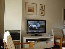 Gezellige televisie hoek. Met dvd speler, en hifi installatie.