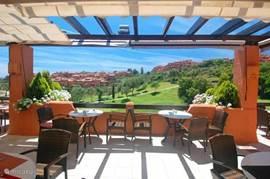 Restaurant met uitzicht over golfbaan