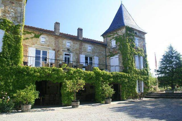 Vacation rental France, Lot, Prayssac terraced house Chateau Camp del Saltre