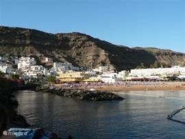 Puerto de Mogan met strand: Pittoreske en rustig.
