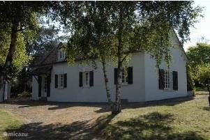 Vacation rental France, Burgundy, Autun - manor / castle Landhuis Britney 24