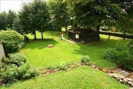 From the garden / meadow of over 6.000m2 (south) walk directly into the nature reserve with many walking trails