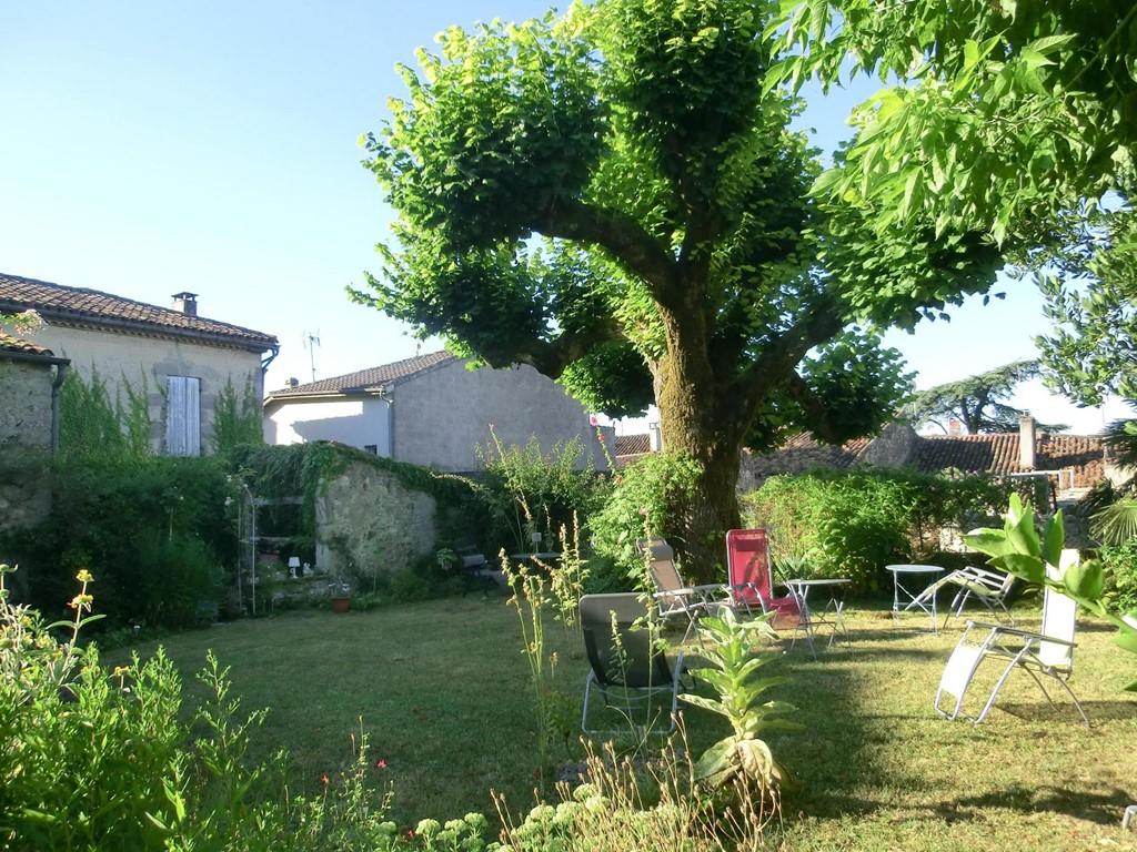Houdt u van wandelen, golfen of ontdekken van de streek, profiteer tot en met 9 juli nog van de laag seizoen prijs in de gezellige mooie Gascogne.