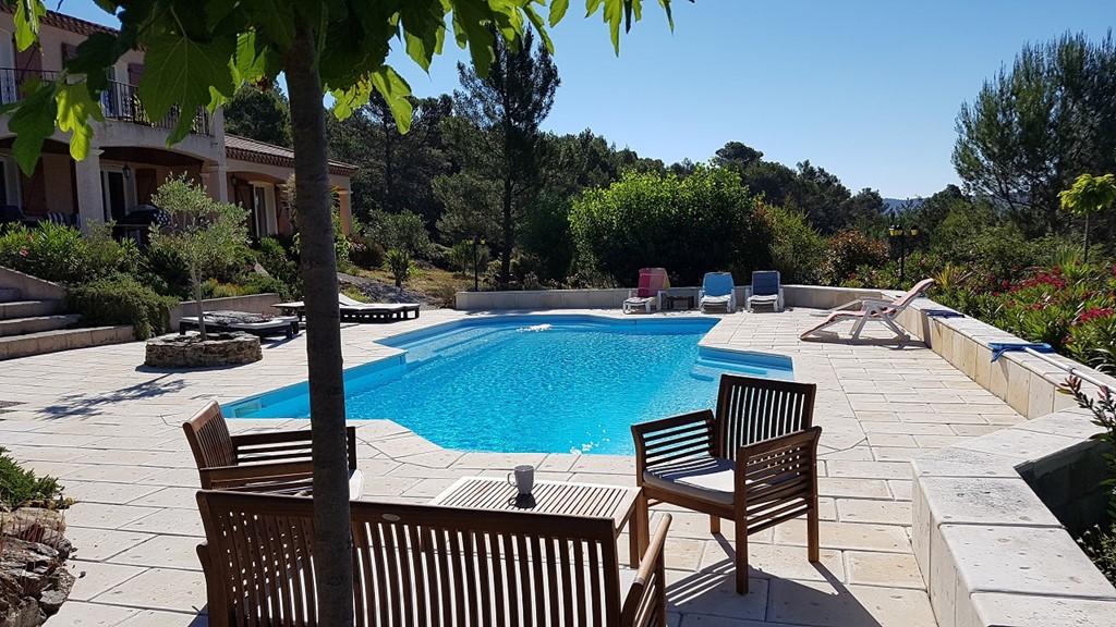 Villa La Vesença is een heerlijke vakantievilla met prive zwembad voor 10 personen in Zuid-Frankrijk