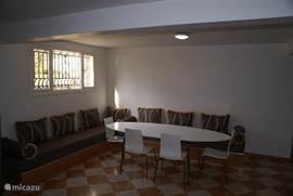 keuken behorende bij appartement 1e verdieping, gelegen in souterrain