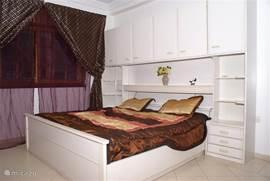 slaapkamer 1, begane grond (voorzien van air-conditioning)