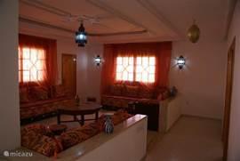 Marokkaans ingerichte woonkamer 1e verdieping achterzijde