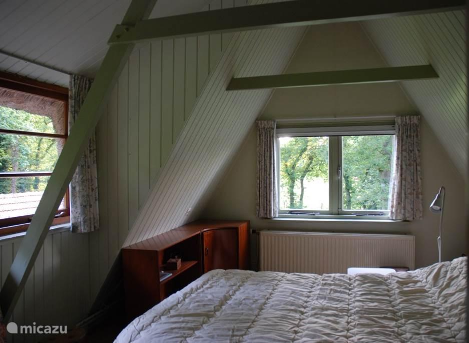 een slaapkamer boven, opklapbed, maar slaapt lekker.