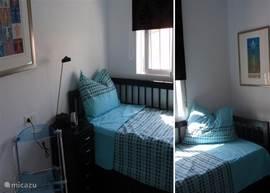 Slaapkamer met onderschuifbed en inbouwkast, dus ruimte voor 1 of 2 pers (IKEA kajuitbed met goede matrassen).
