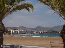 Een erg leuke trip via Cartagena of via Murcia naar Mazarron Playa door een bergachtig landschap.
