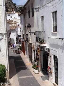 Leuke straatjes in het toeristische bergdorpje Guadalest.