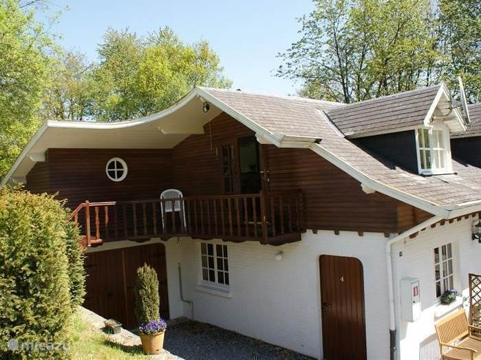 A 4 bedroom house, situated in an oasis of calm on a domaine on the outskirts of the Ourthe. Overlooking park, meadow and forest.