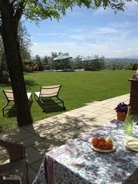 vanaf het privéterras van het appartement: Toscane ligt aan uw voeten!