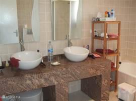 gedeelte badkamer boven