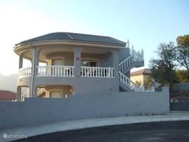 Casa Gris vanaf straatzijde