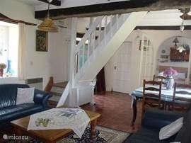 De woonkamer heeft nog zijn oude Bretonse stijl.