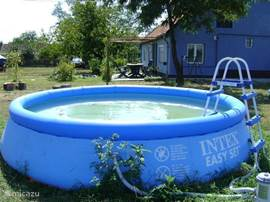 In the summer a swimming pool in rear garden of 3.66x0.90m. This bath is kept clean with filter and water pump vacuum.