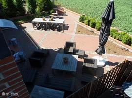 Hier ein Überblick über die gesamte Terrasse.