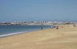 ons rustige en mooie strand 'meia praia' vlakbij